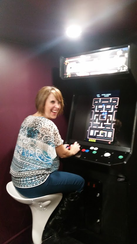 Me having fun playing the pacman arcade game!