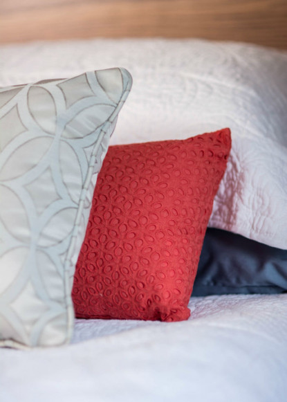 accent-pillows-on-white-bed-in-red-silver-and-blue-2