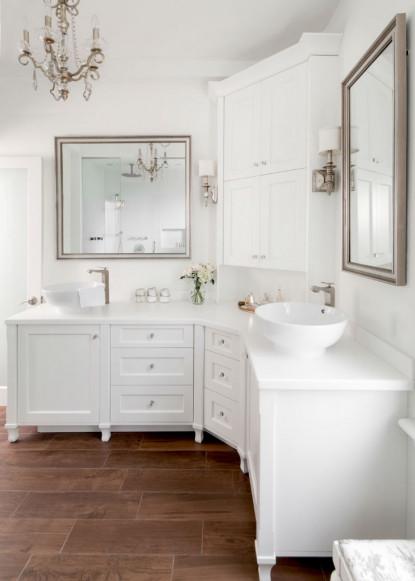bathroom-with-white-custom-cabinetry-ontario-interior-design