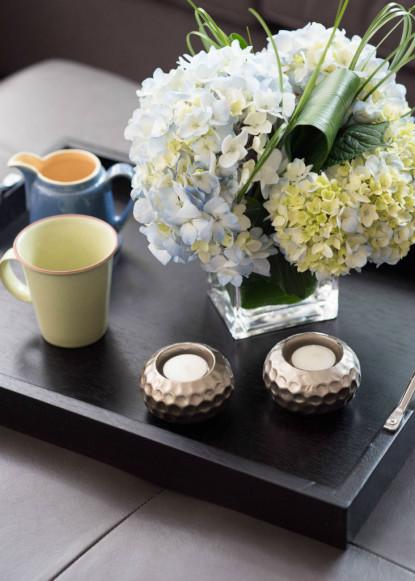 black-tray-coffee-mug-flowers-burlington-on