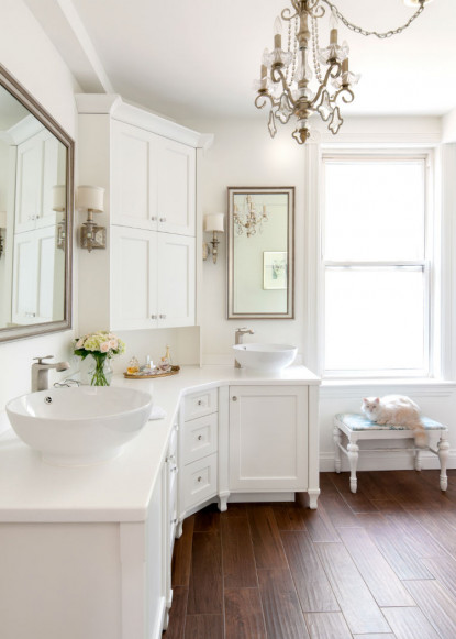 chandelier-in-bathroom-claire-jefford