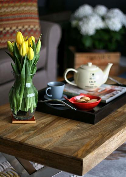 coffee-table-decor-with-tea-pot-set