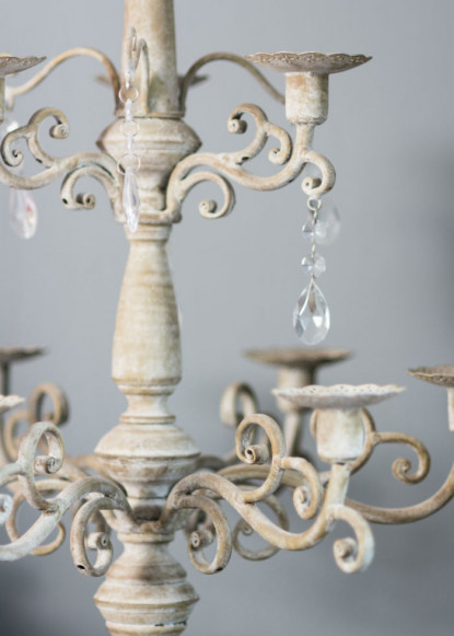 crystal-details-on-close-up-of-sitting-room-chandelier-2