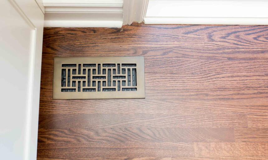 dark-hardwood-flooring-with-geometric-pattern-floor-vent