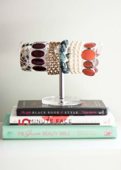 decor-with-bracelette-stand-and-colourful-jewlery-and-books-2