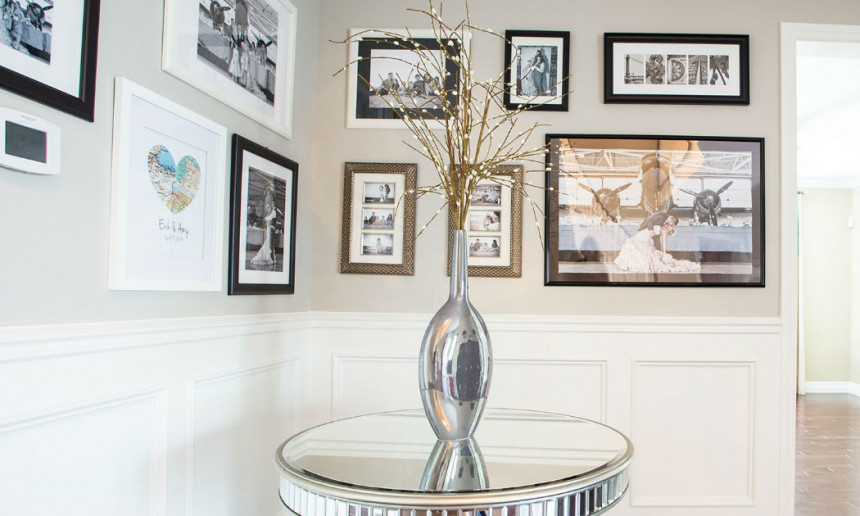 foyer-with-mirrored-table-ontario-interior-design