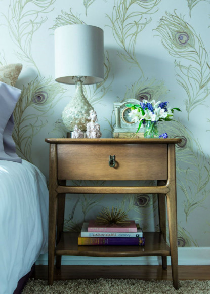 masterbedroom-with-wooden-bed-side-table-and-decor-with-robert-allen-peacock-wallpaper-2