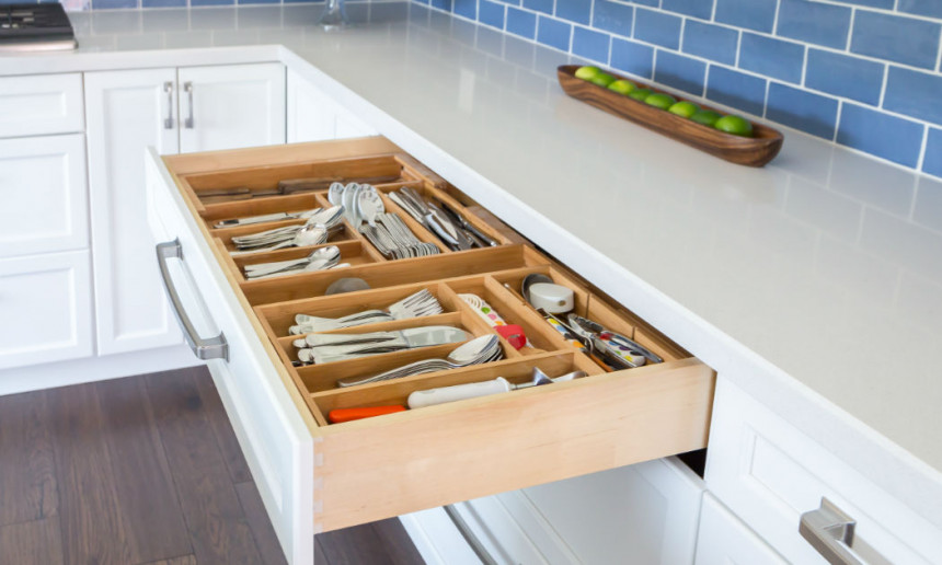 traditional-kitchen-utensil-drawer-ontario-interior-design
