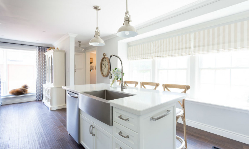 traditional-kitchen-with-white-custom-island