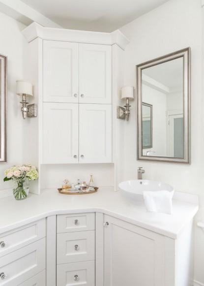 white-bathroom-with-corner-cabinet-toronto-ontario