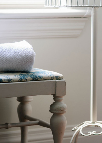 white-window-seat-with-custom-blue-and-white-patterned-fabric-and-white-hand-towel-claire-jefford