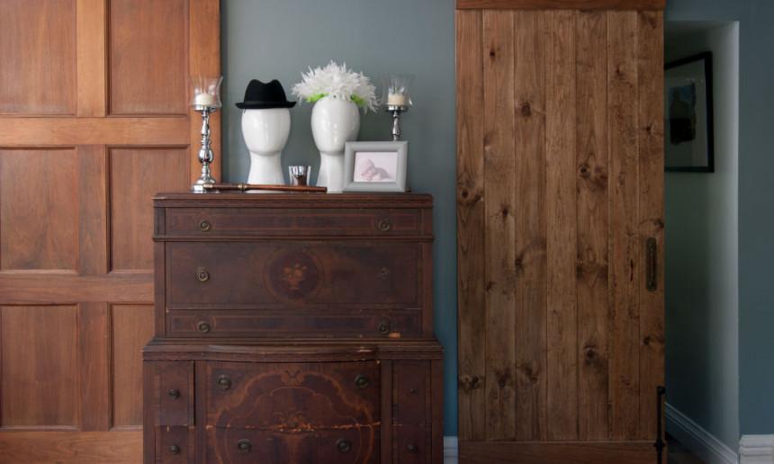 wooden-barn-door-in-bedroom-claire-jefford-interior-design