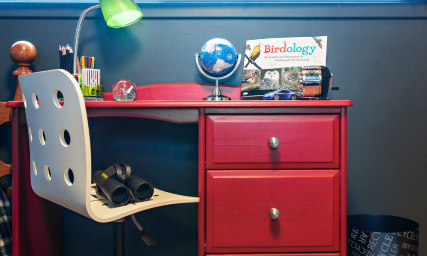 youth-bedroom-with-red-desk-ontario-interior-design