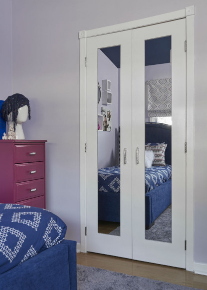 girls-bedroom-mirrored-doors-lilac-paint-colour