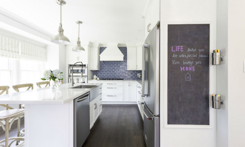 kitchen-with-chalkboard-wall