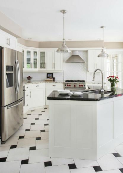 white-kitchen-granite-counters-benjamin-moore-pashmina-cloud-white