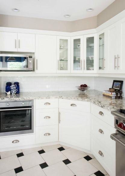 white-kitchen-granite-counters-benjamin-moore-pashmina-cloud-white-1
