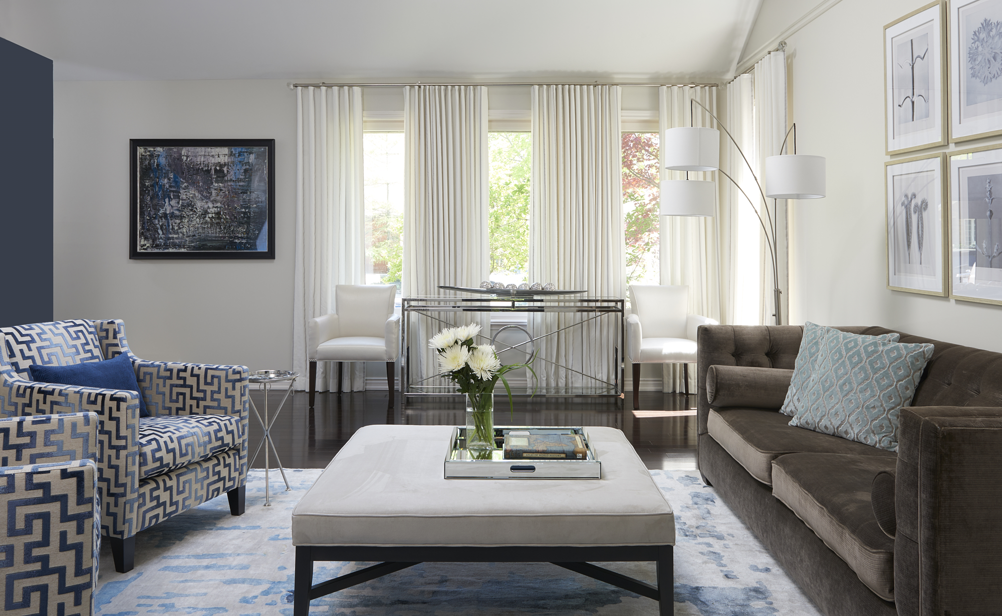 Classic, contemporary living room with walls Benjamin Moore Classic Gray